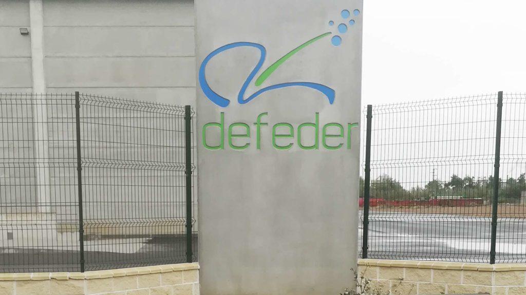Logotipo de Defeder sobre hormigón