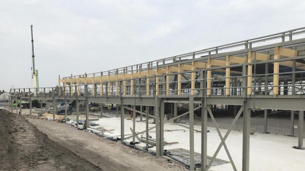Detalle de la construcción del campo de entrenamiento del Liverpool FC