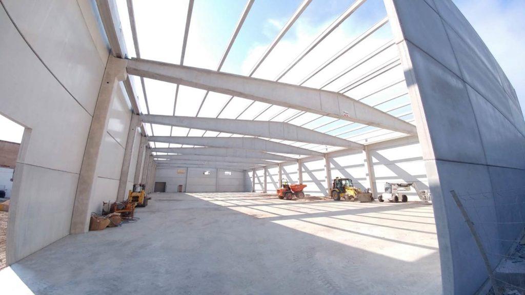 Interior de la nave industrial de Vichy Catalan en fase de construcción