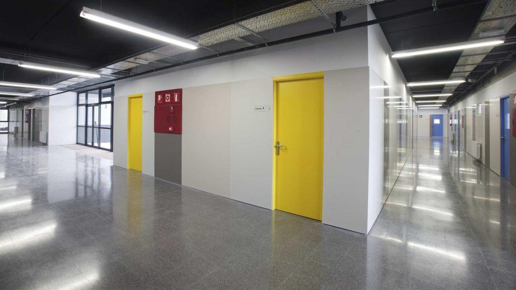 Pavimento de terrazo. Institut Marta Mata (Montornès del Vallès, Barcelona)