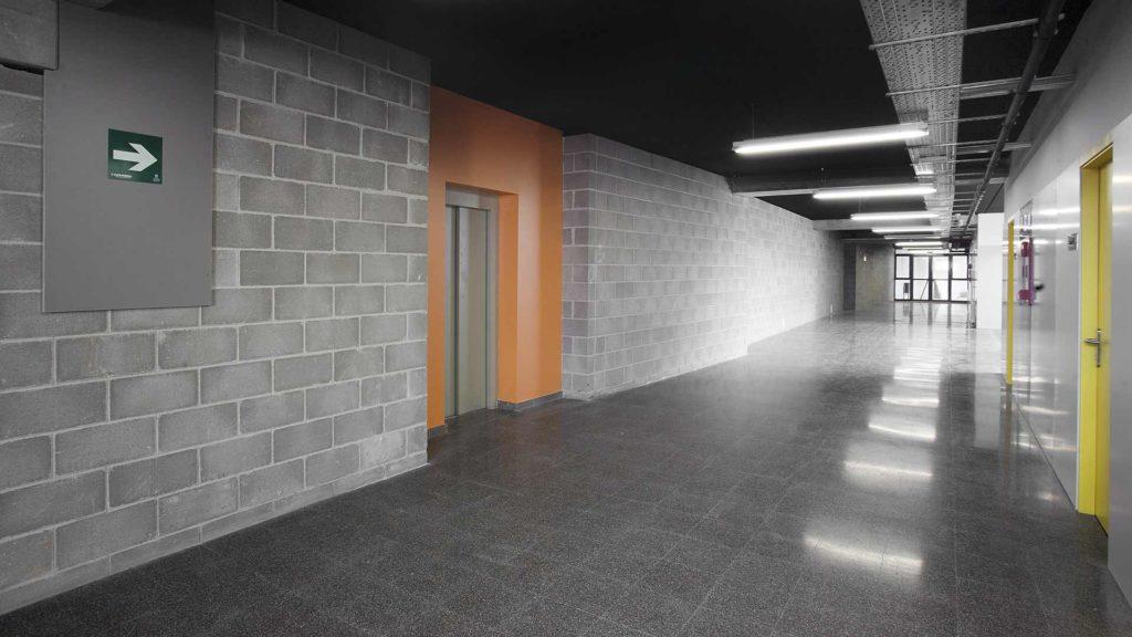 Paviment de terratzo. Institut Marta Mata (Montornès del Vallès, Barcelona)