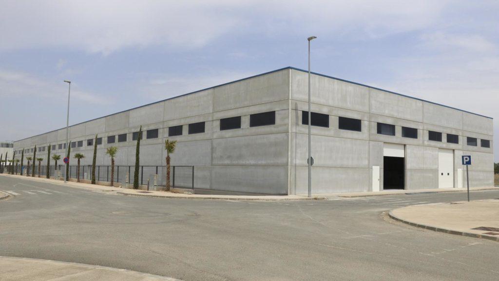 Exterior de la nueva nave de almacenamiento de Vicens