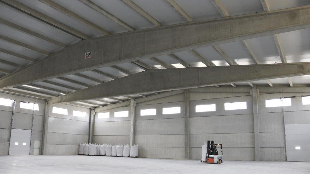 Interior de la nueva nave de almacenamiento de Vicens