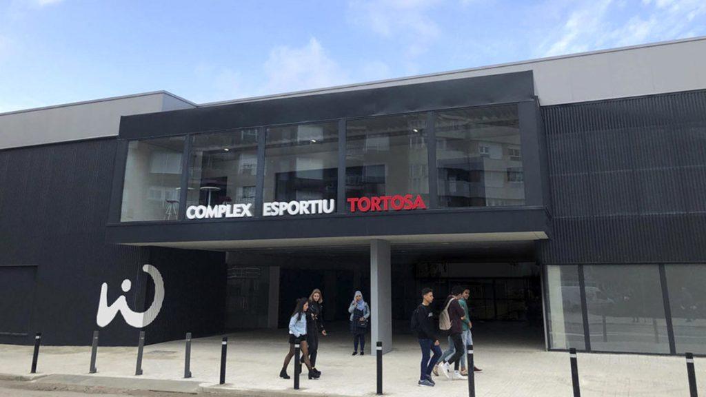 Fachada del complejo deportivo WIN de Tortosa