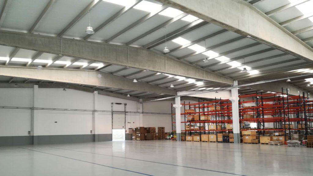 Interior de la nau industrial d'Inoxmim