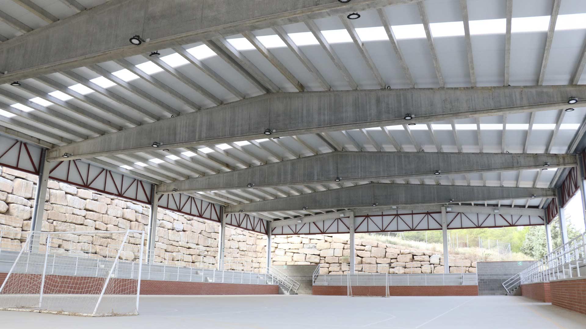 Pista cubierta de las nuevas instalaciones deportivas de Alcoletge