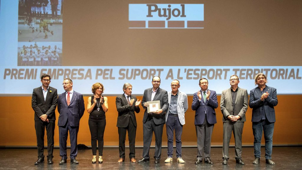 Pujol recollint el Premi Empresa pel suport a l'esport territorial. Foto: Jordi V. Pou