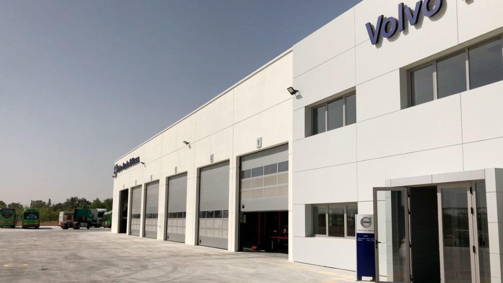 Entrada a las oficinas de la nave industrial de Volvo