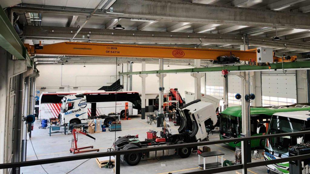 Interior del taller de la nave industrial de Volvo