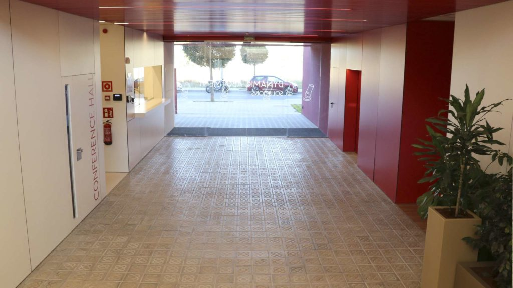Vista de la entrada a las oficinas