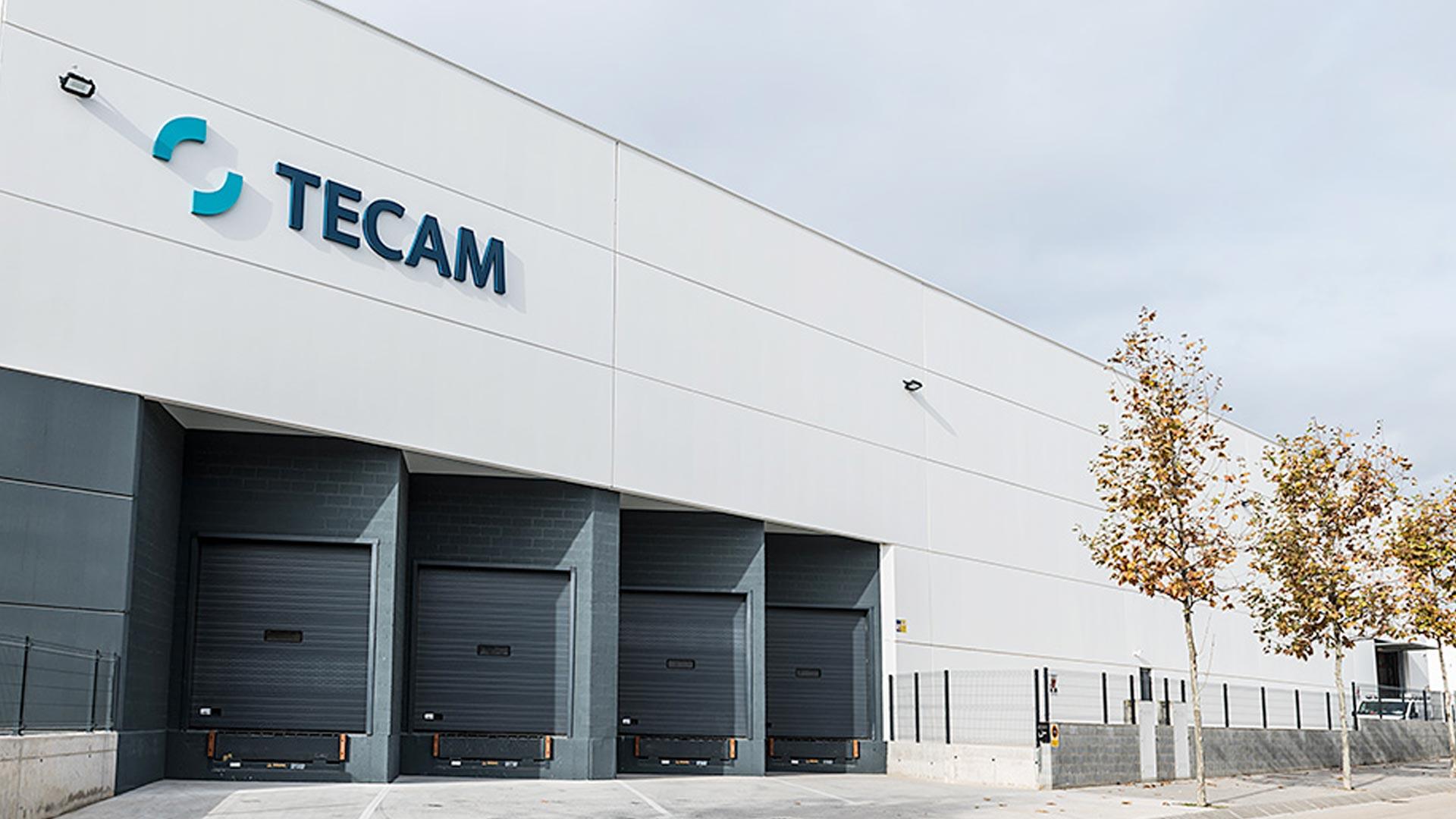 Muelles de carga de la nave industrial de Tecam Group