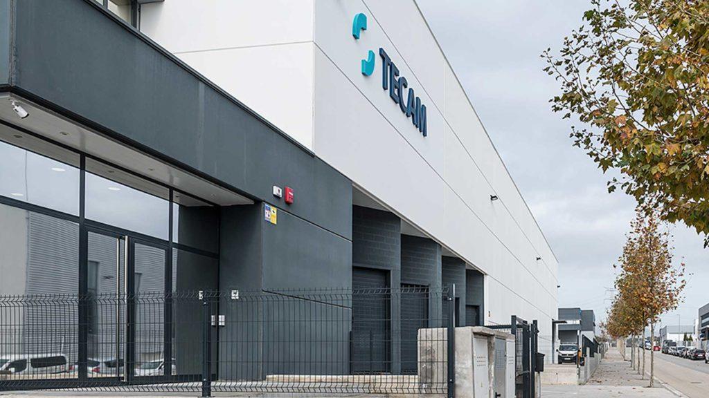Lateral de la nau industrial de Tecam Group