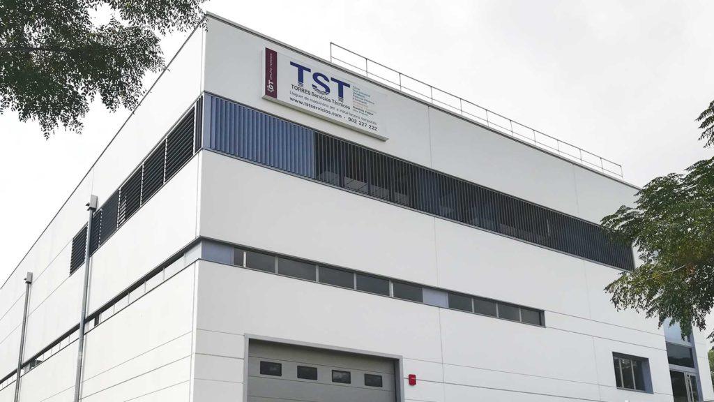 Fachada de la nave industrial prefabricada de TST