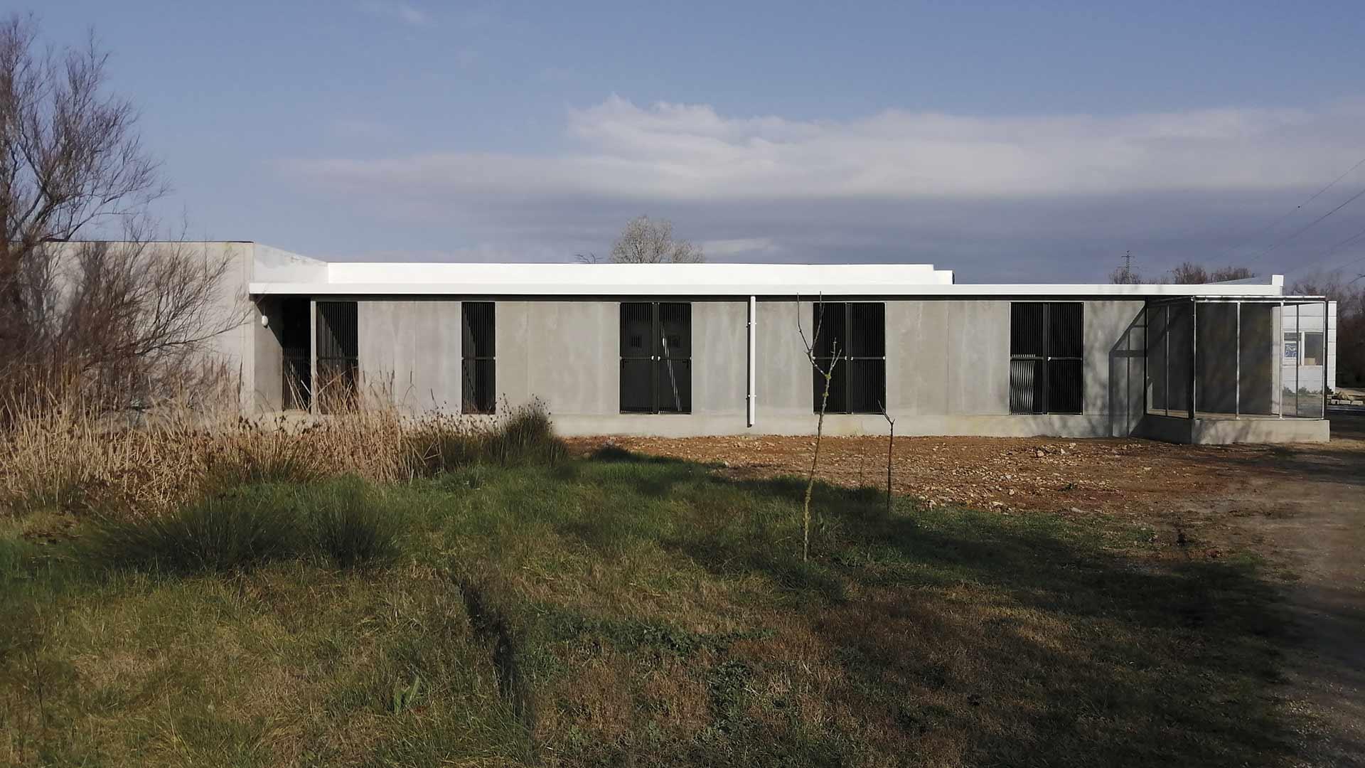 Edificio prefabricado del nuevo centro de recuperación de fauna salvaje