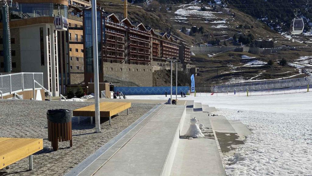 Gradas prefabricadas de hormigón. Estación de esquí Grandvalira (Andorra)