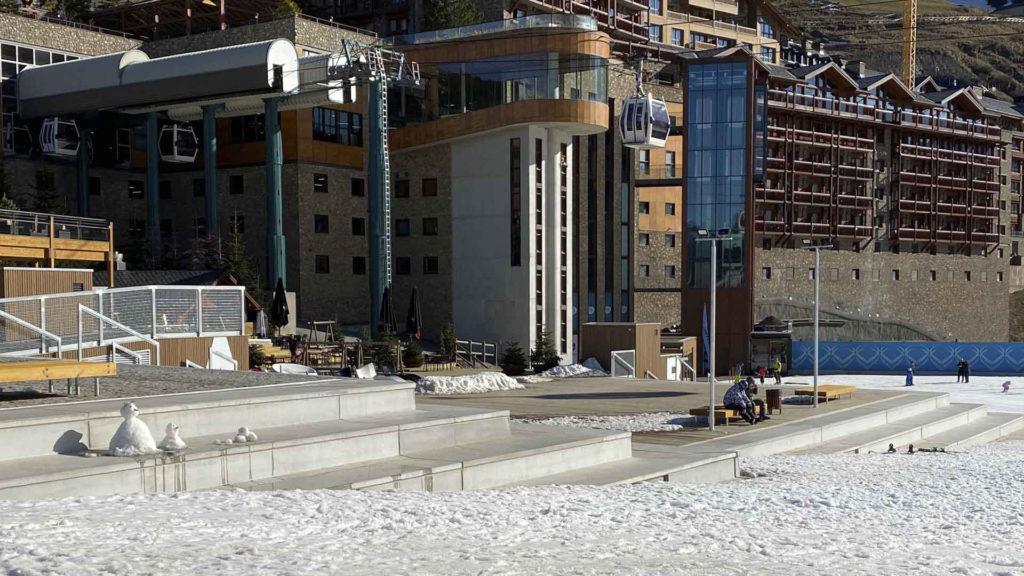 Grades prefabricades de formigó. Estació d'esquí Grandvalira (Andorra)