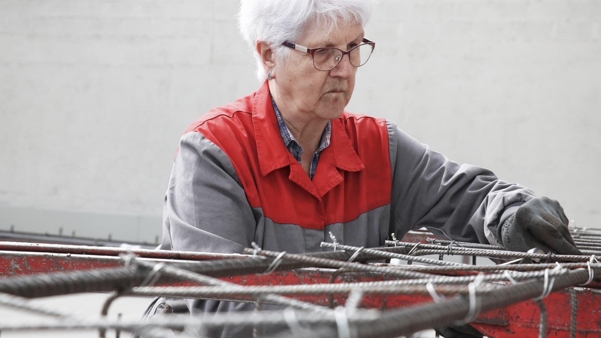 Una trabajadora de la fábrica Ferrofet de Pujol