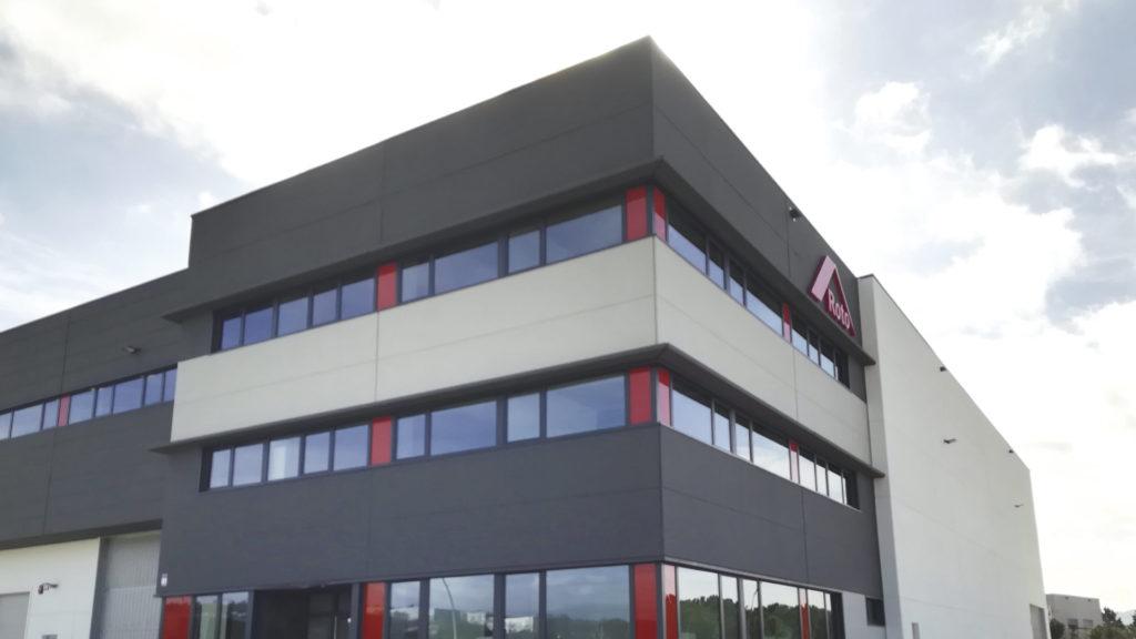 Zona de oficinas de la nave industrial de Roto