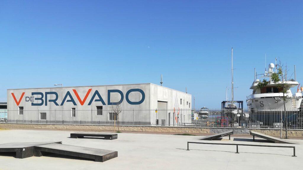 Nave industrial prefabricada para V de Bravado, en el puerto deportivo de Premià de Mar