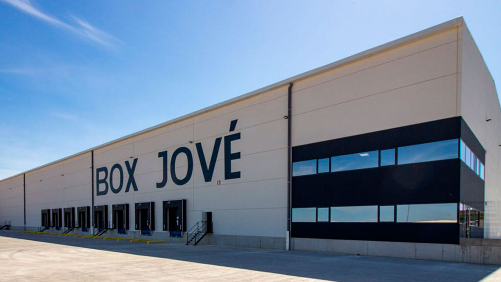 Exterior de la nave industrial de Box Jové. Obra realizada por Paobal