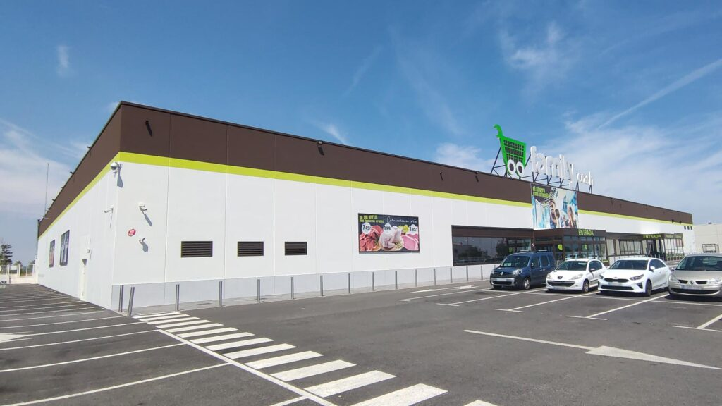 Nave del supermercado Family Cash en Sagunto (Valencia)