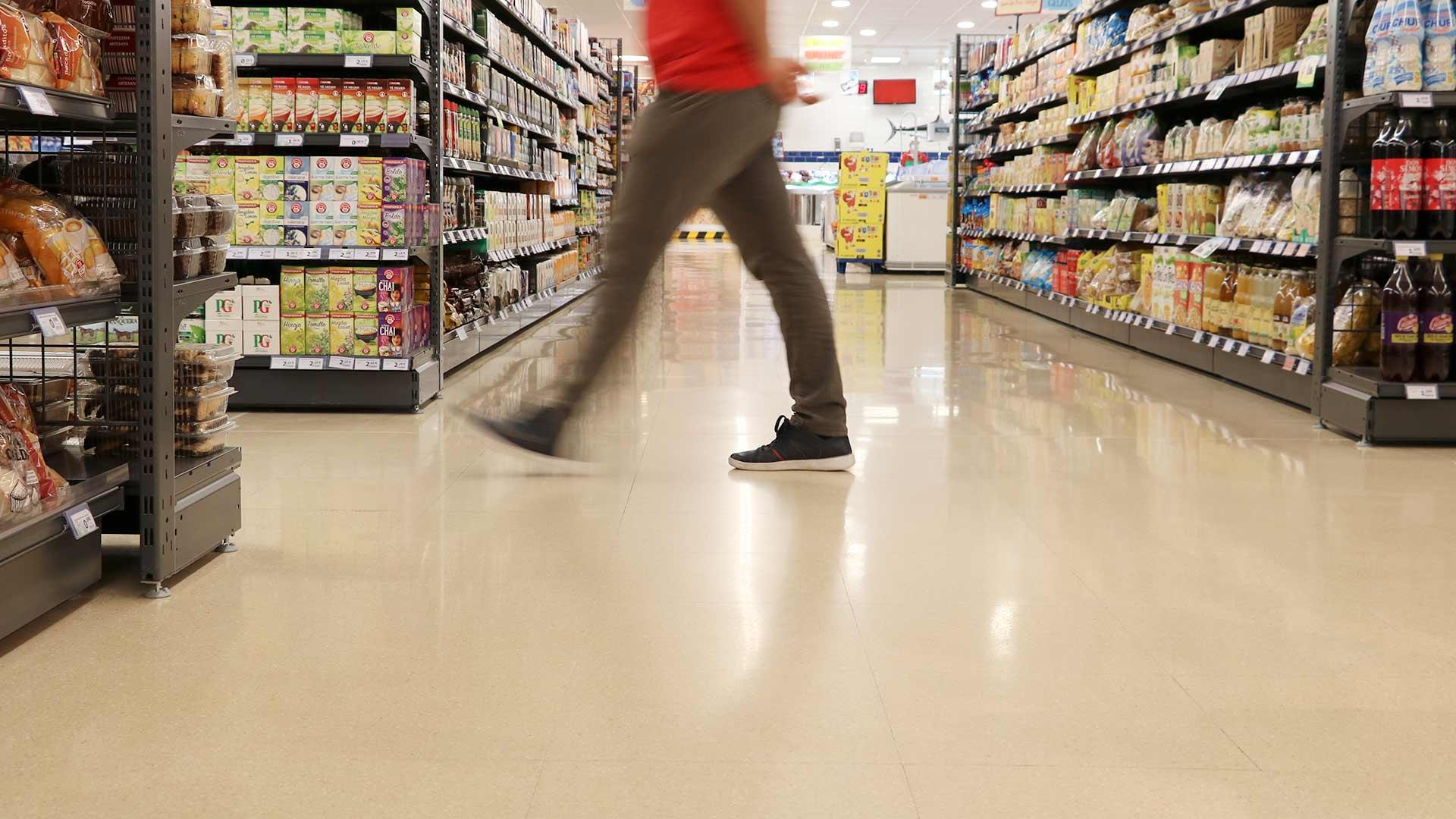 Terrazo interior del supermercado Spar