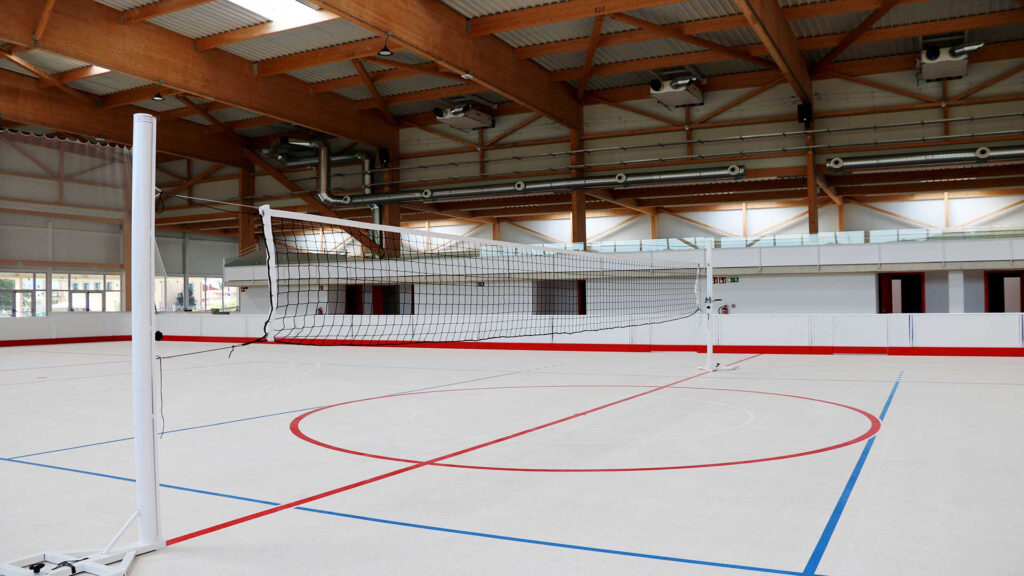 Pista de hockey realitzada amb terratzo al nou poliesportiu de Folgueroles.